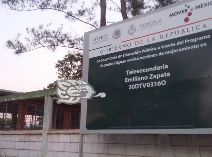 Acusan retención de documentos en Telesecundaria de Almagres