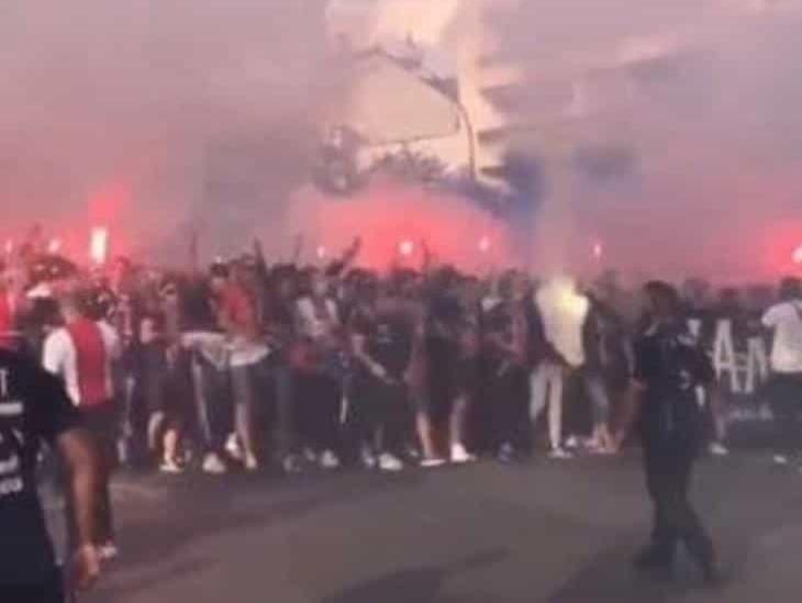 Aficionados del PSG salen a las calles para apoyar a su equipo