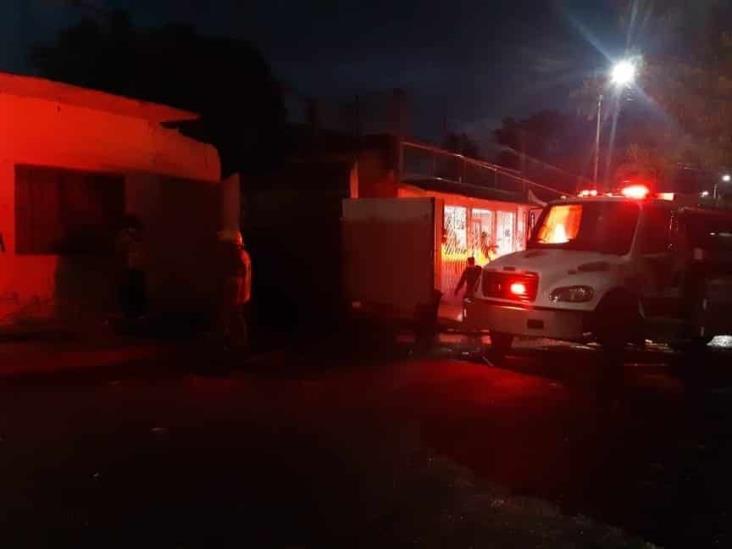 Se registra incendio al interior de una bodega en Boca del Río