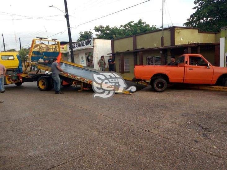 Camioneta impacta vivienda del subdirector del Hospital de Oluta