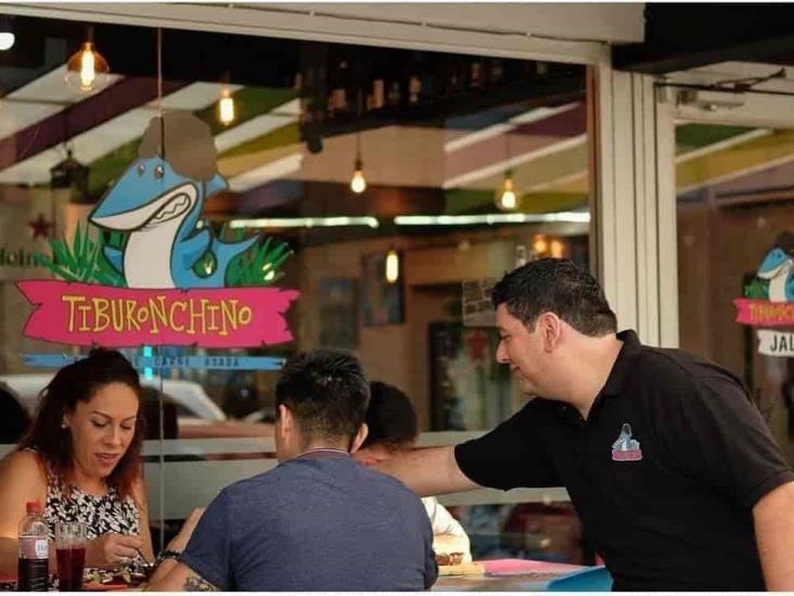 Restaurante de Veracruz recibe a estudiantes con mesas e internet