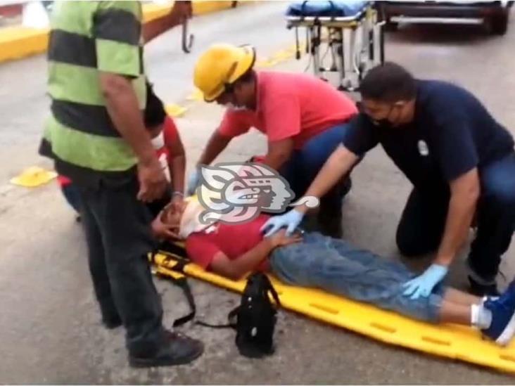 Protección Civil atiende a hombre caído en Coatzacoalcos