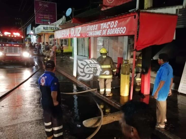 Se incendió negocio de comida en bulevar de Minatitlán