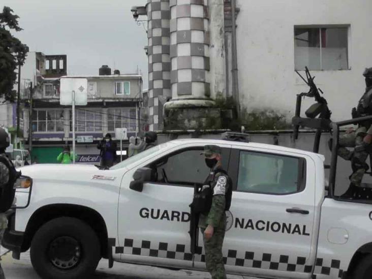Tras asesinato de familia, desarman y relevan a policía de Altotonga