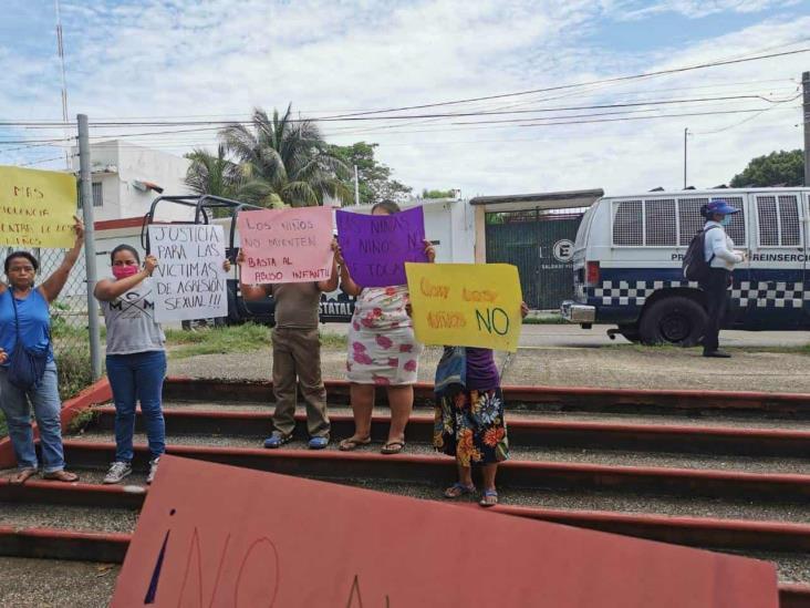 Piden justicia por niñas violadas en Cosoleacaque