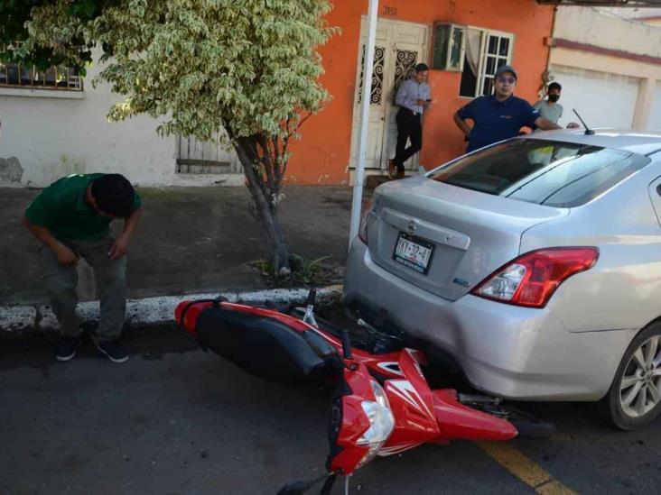 Pareja de motociclistas termina con severas lesiones tras ser impactados