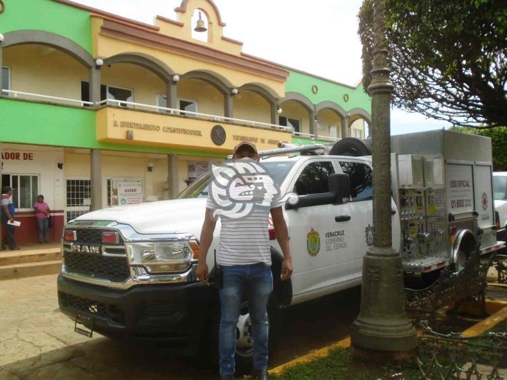 Restituye Gobierno camionetas quemadas en Tatahuicapan