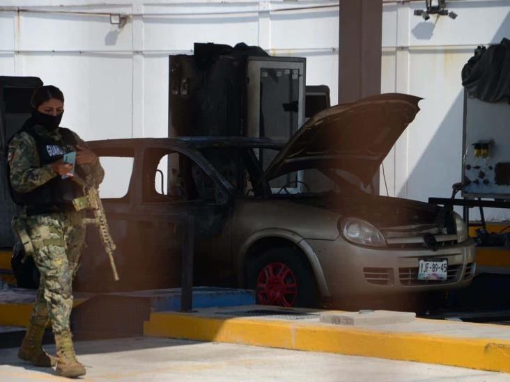 Se incendia vehículo que se encontraba estacionado en centro de verificación
