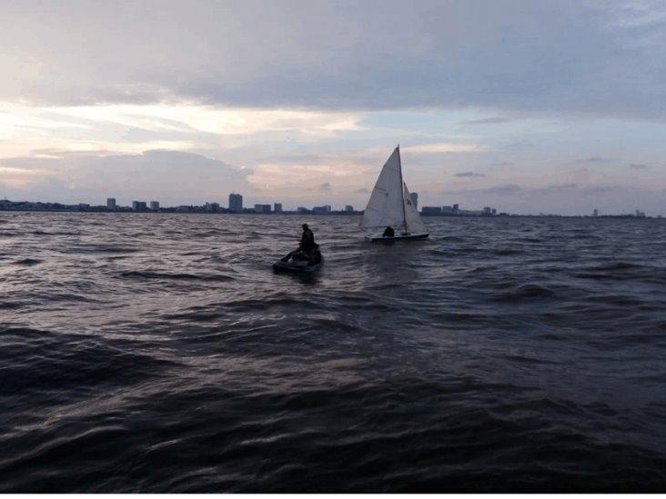 Rescata Semar velero que navega a la deriva en costas de Boca del Río