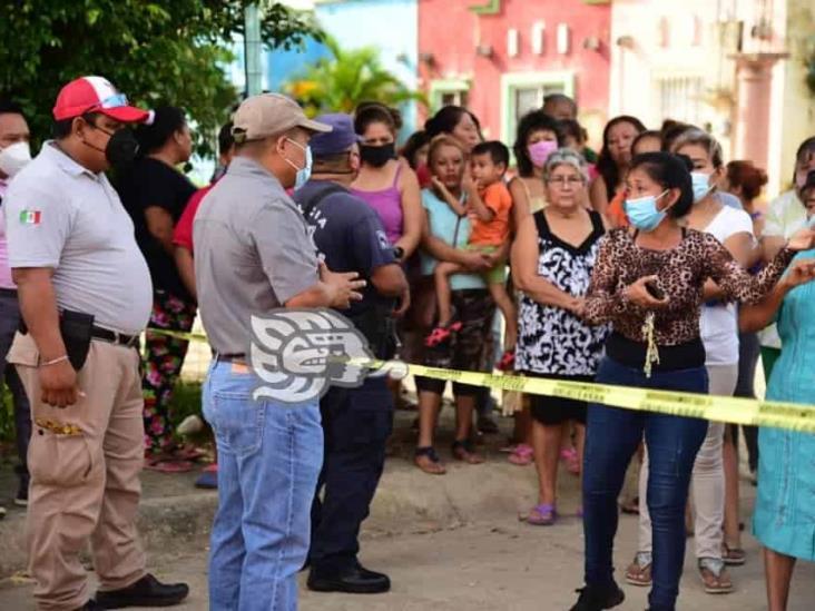 Atiende Rolando Sinforoso a los damnificados de Santa Cruz
