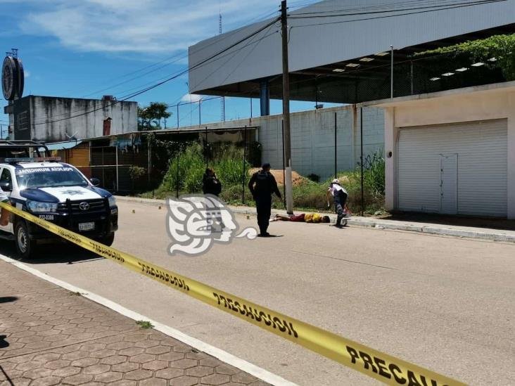Ejecutado a balazos en la Central de Abastos en Minatitlán