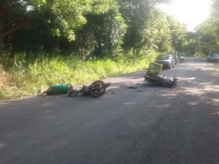Se mata motociclista al chocar con otro