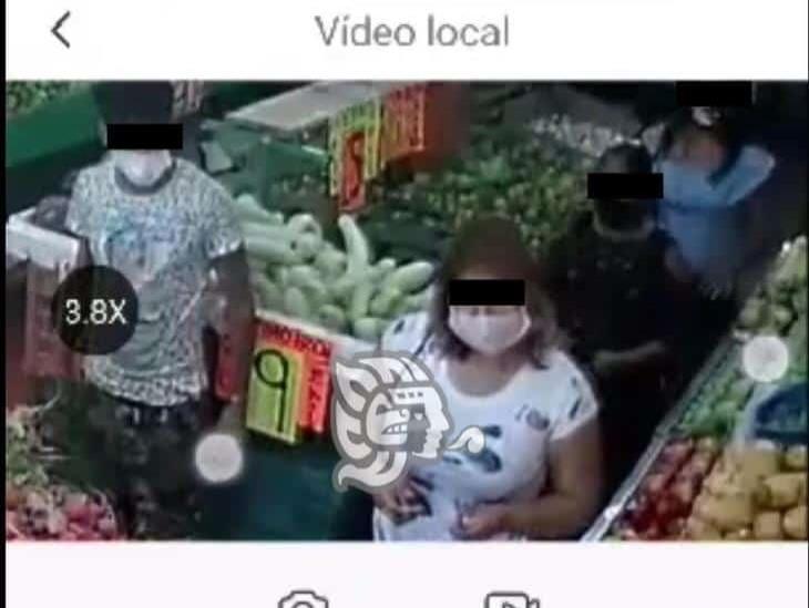 Le roban la cartera a mujer en el centro de Acayucan