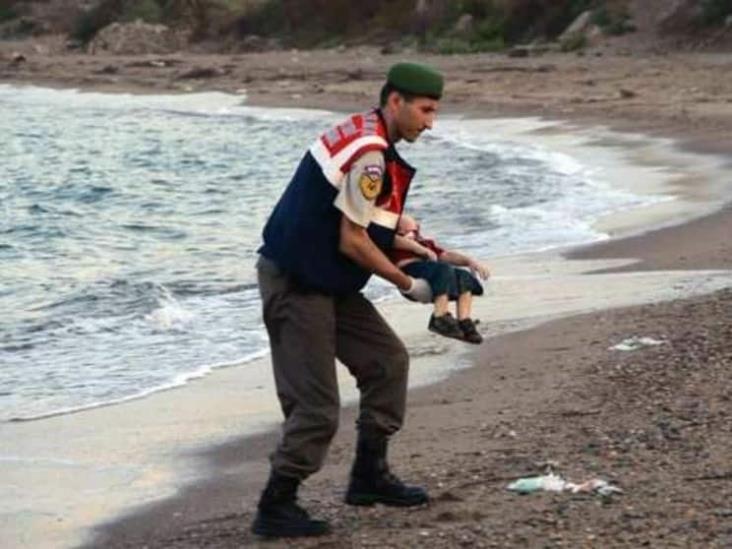 """A cinco años de la foto de Aylan Kurdi, su tía pide """"no cerrar los ojos"""""""