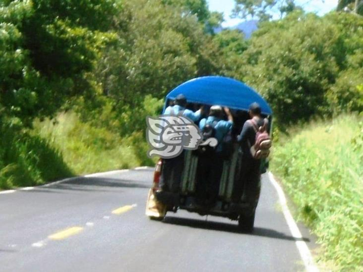 Con el Jesús en la boca viajan usuarios del Mixto Rural