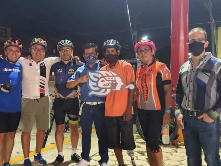 Ciclistas se unen para donar bicicleta a Emmanuel Sedglach