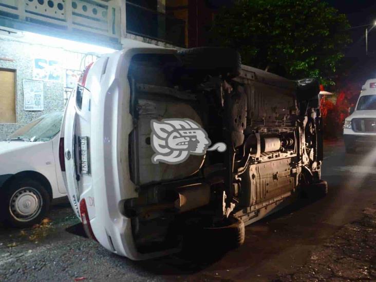 Se registra volcadura en fraccionamiento de Veracruz; impacta dos vehículos más