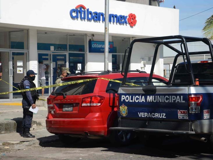 Muere hombre afuera de sucursal bancaria de Veracruz