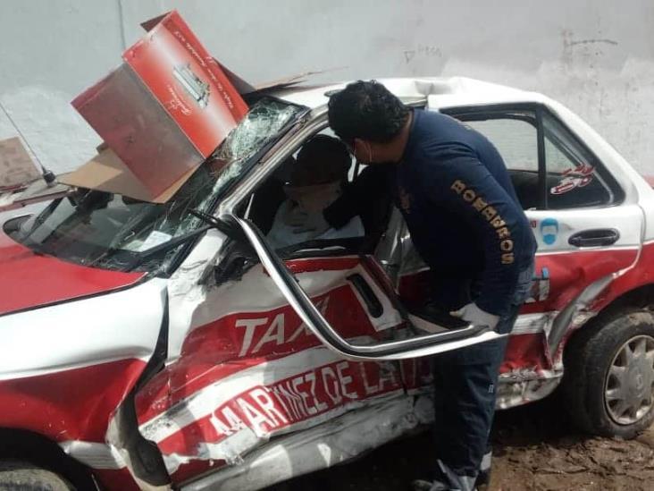 En Martínez de la Torre rescatan a taxista prensado