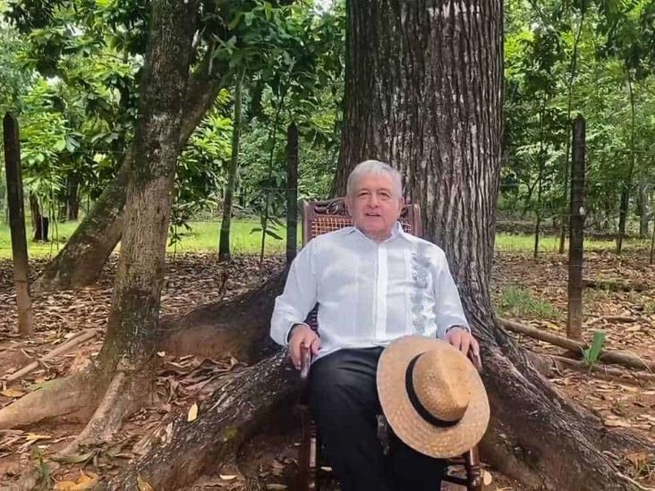 Celebra AMLO negativa de registro al partido de Felipe Calderón