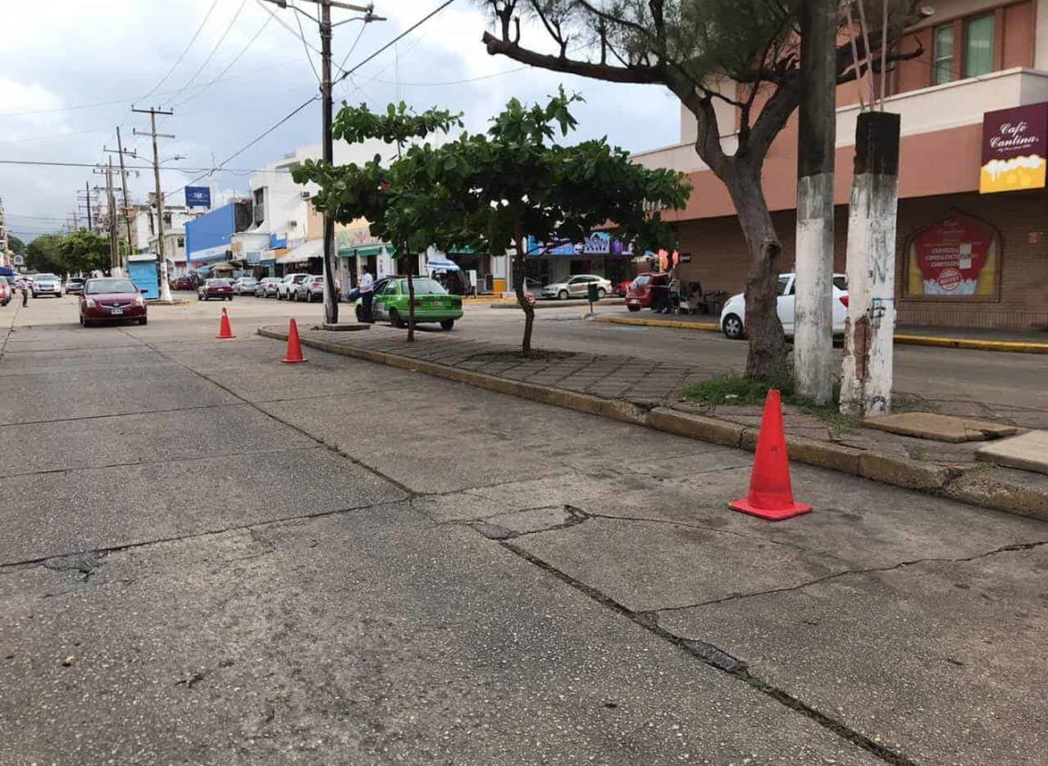 Prohíben estacionamiento doble fila en Centro de Coatzacoalcos