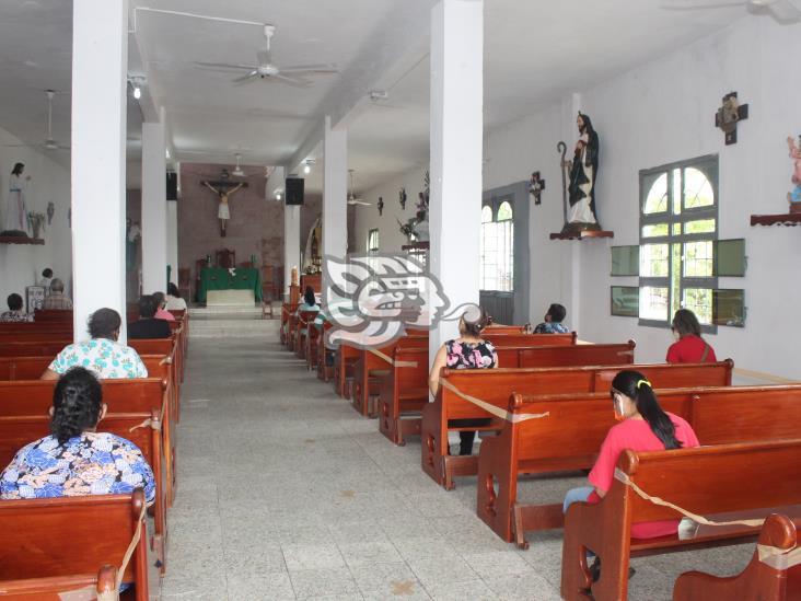 Bajo estrictas medidas sanitarias, reabren iglesias en Agua Dulce