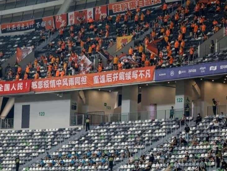 Aficionados en Wuhan asisten a su primer partido tras pandemia