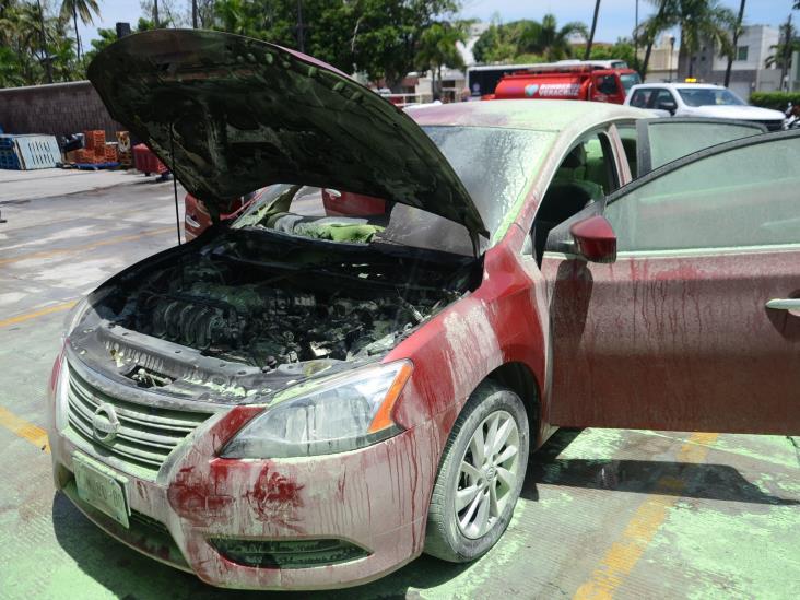 En Veracruz, se incendia vehículo