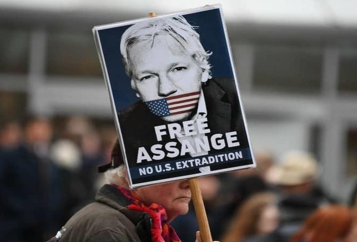Julian Assange corre alto riesgo de suicidio: Psiquiatra