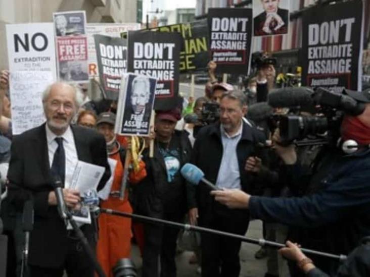 Rechazan aplazar el proceso de extradición de Assange