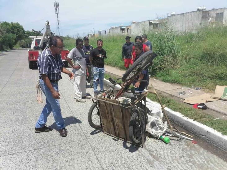 Motociclista resulta lesionado al chocar con triciclo