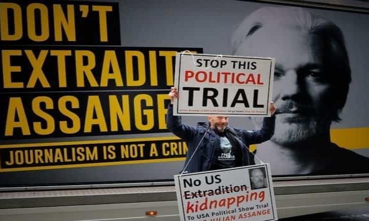 Se aplaza audiencia de Assange por riesgo de abogado con Covid-19