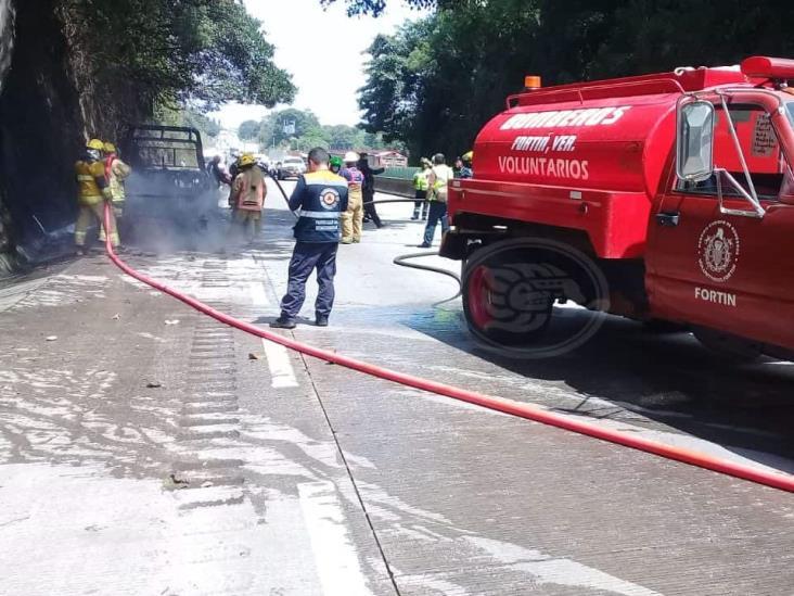 Por falla mecánica se incendia patrulla en Ixtaczoquitlán