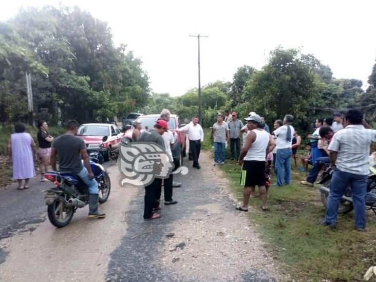 Bloquean carretera de Texistepec por falta de energía desde hace 3 días