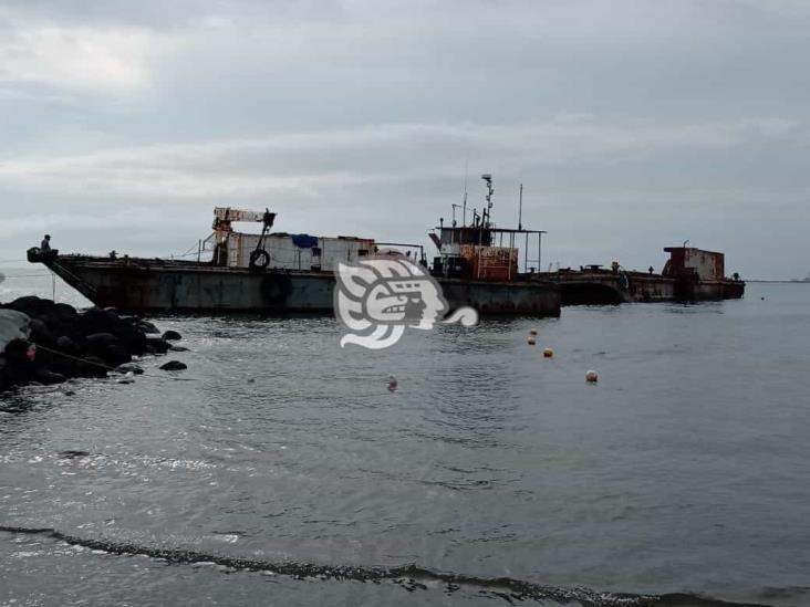Dos embarcaciones quedan varadas en playa de Veracruz