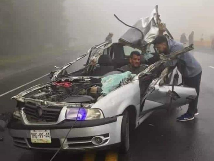 Hombre se salva de milagro tras protagonizar fuerte accidente en carretera federal