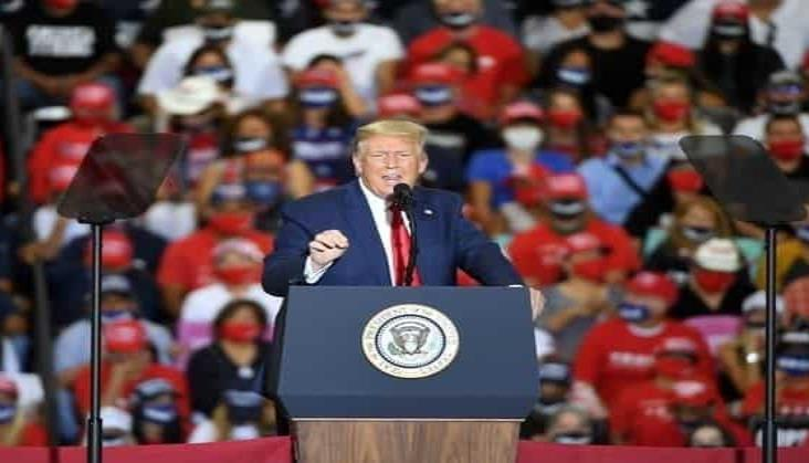 Desafía Trump al gobernador de Nevada con mitin en espacio cerrado