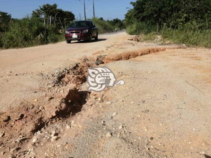 Lluvias causan deslaves en carretera Tuzandepetl- Villa del Espíritu Santo