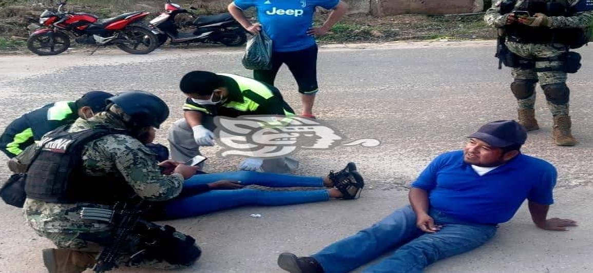 Accidente de motocicletas en Acayucan; enfermero y su pareja lesionados