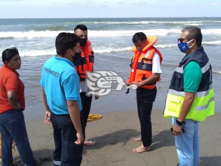 Joven se ahoga al nadar entre el fuerte oleaje de la playa de Coatzacoalcos