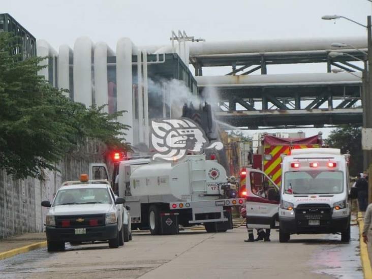 Por falla eléctrica se incendia una grúa afuera de Clorados III