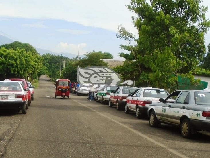 Sin autorización, taxistas de Mecayapan subieron tarifa