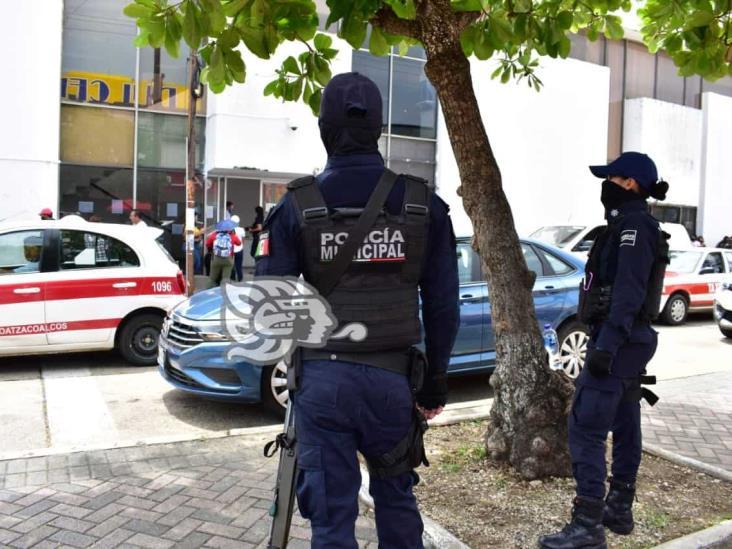 Licita Ayuntamiento compra de uniformes para policías