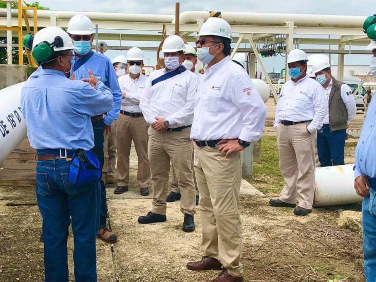 Director de Pemex inspecciona complejos del sur de Veracruz