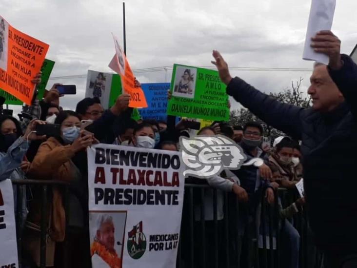 Promete AMLO cumplir peticiones de grupos en Tlaxcala