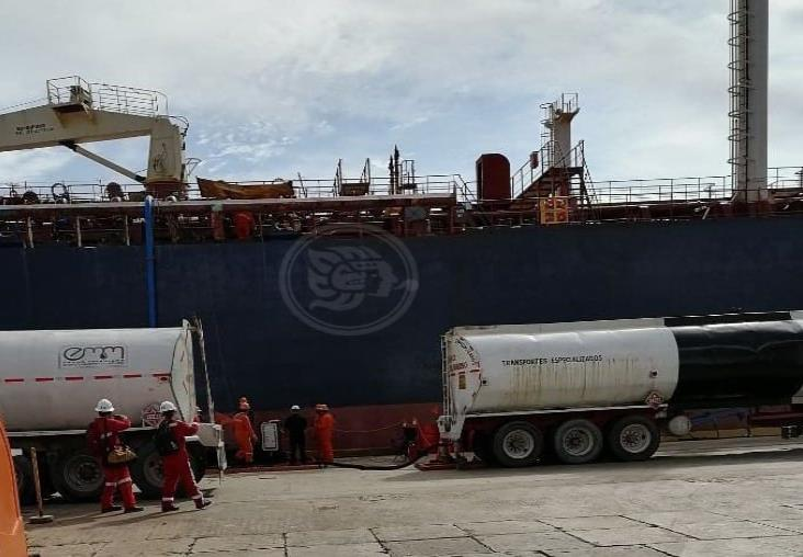 A casi dos meses de atracar en Coatzacoalcos, FGR catea buque Blue Commander