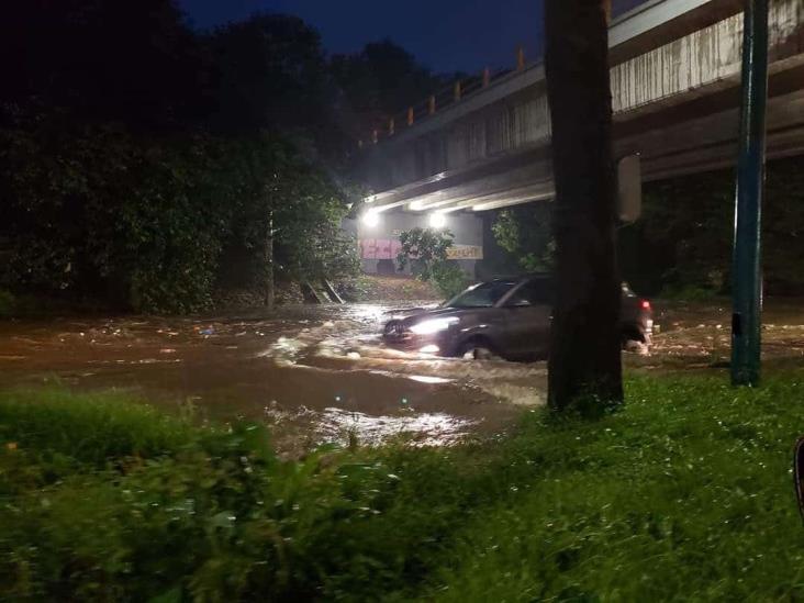 Intensa lluvia deja avenidas de Xalapa bajo el agua