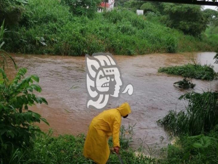 PC se mantiene alerta ante crecimiento de afluentes en Las Choapas