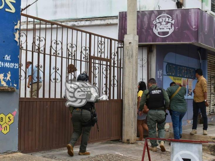 Roban enseres asegurados por la FGE mediante cateos en Acayucan