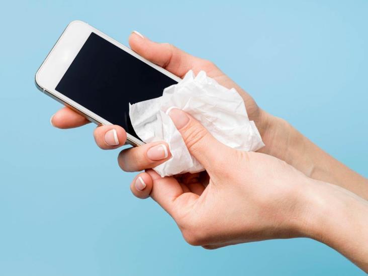 Recomienda IMSS limpiar teléfonos para evitar propagación de virus y bacterias